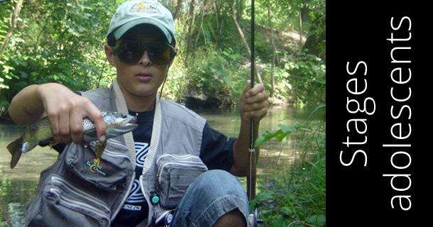 Stage de pêche pour enfants est adolescents